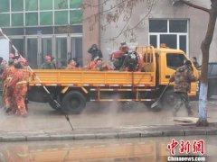 哈尔滨一供热管线爆裂 一